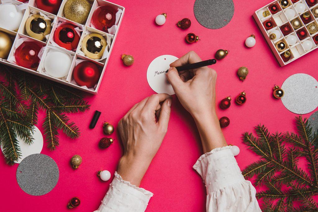 Offre de Noël : quelles prestations proposer pour surprendre mes client(e)s ?